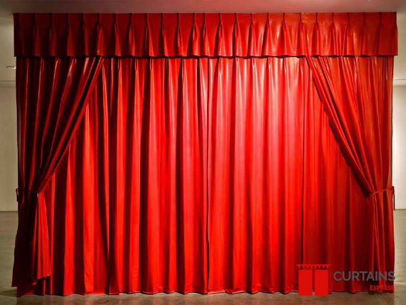 Red-Curtains-Dubai